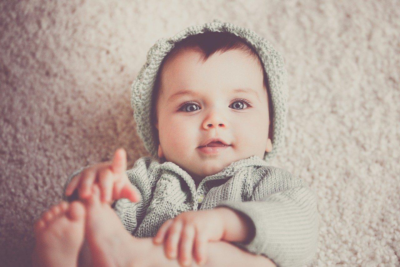 bebelus de doua luni