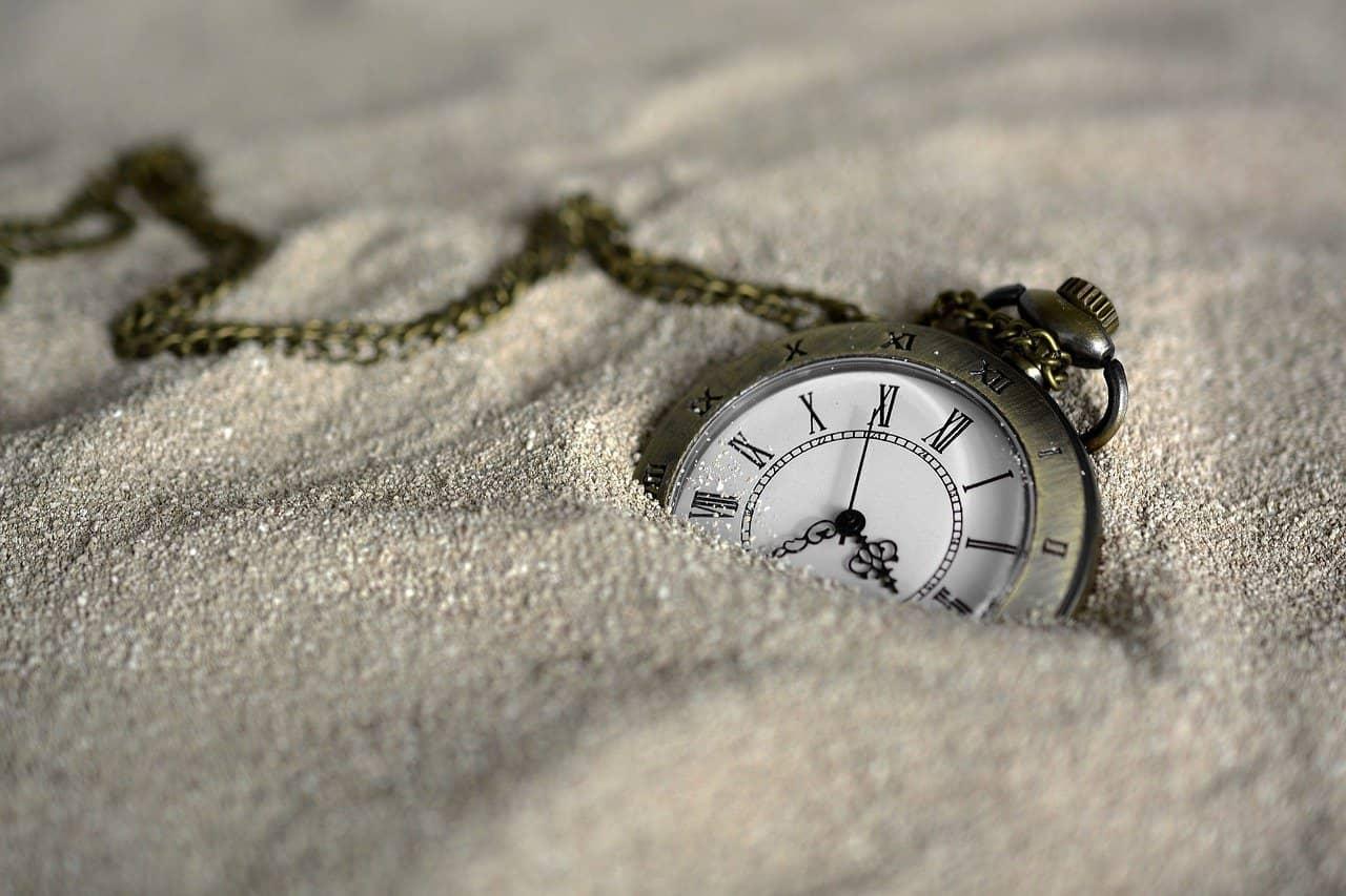 ceas in nisip